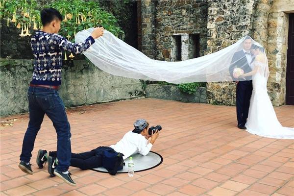 'Cười rụng rốn' với hậu trường ảnh cưới bá đạo chưa từng thấy