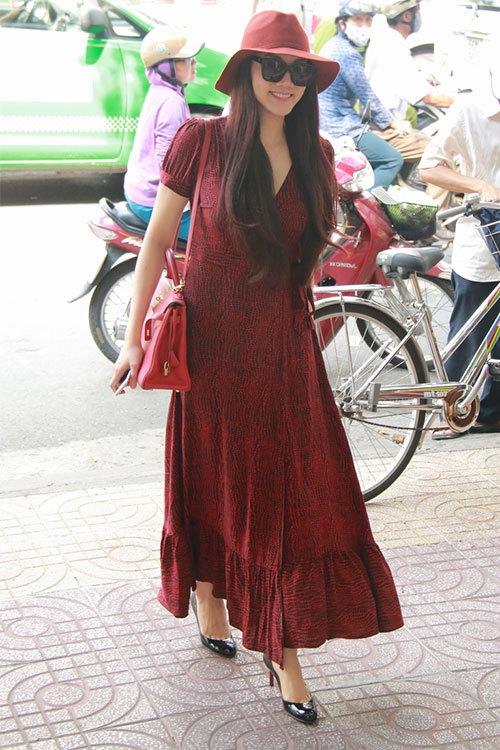 Trang Nhung diện đầm maxi đỏ nổi bật đến thửu áo cưới - Tin sao Viet - Tin tuc sao Viet - Scandal sao Viet - Tin tuc cua Sao - Tin cua Sao