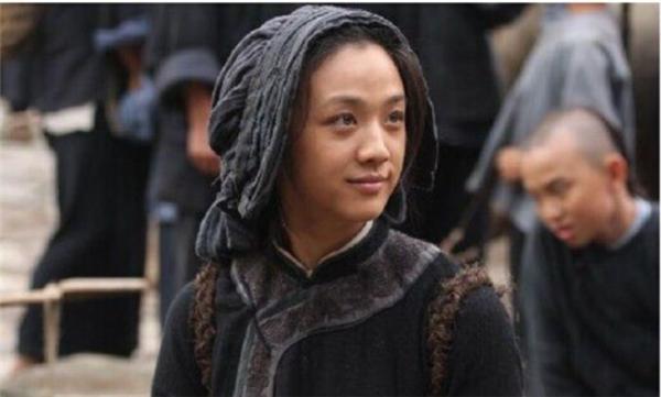 Trong Võ Hiệp, Thang Duy vào vai một cô gái ở vùng nông thôn. Tuy nhiên vì khí chất tiểu thư đặc biệt của mình mà Thang Duy chẳng giống gái quê chút nào. Chính vì vậy mà người đẹp này đã phải cố ý phơi da đen hơn.