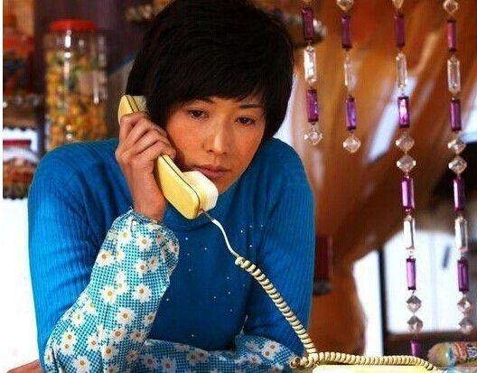 Nổi tiếng với hình tượng mĩnhân gợi cảm hàng đầu Đài Loan nhưng Lâm Chí Linh cũng từng thử sức với vai cô gái chanh chua, điêu ngoa ở quê trong phim Quyết Chiến Sát Mã Trấn. Dù không giữ được hình tượng xinh đẹp nhưng Lâm Chí Linh lại ghi điểm nhờ chịu thử thách bản thân.
