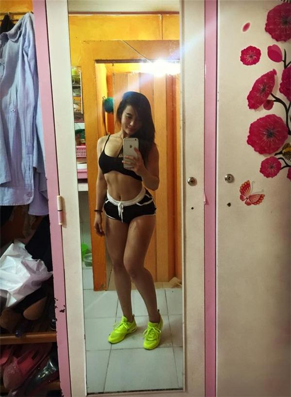 Cô gái Việt khiến đấng mày râu 'run rẩy' khi đẩy tạ chân gần 300kg