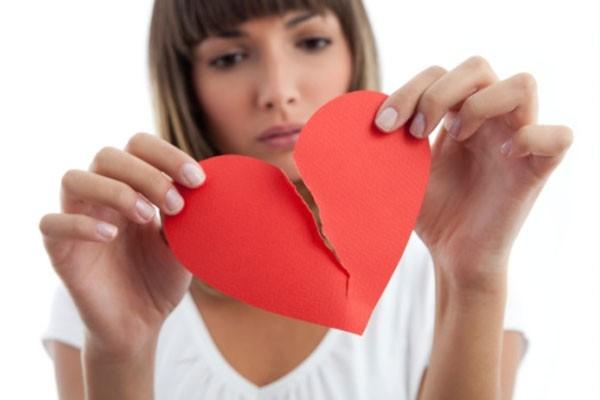 Khi yêu thương không còn, hãy nói những lời tử tế thay vì cứa thêm nỗi đau tan vỡ bằng những lời khó nghe (Ảnh minh họa).