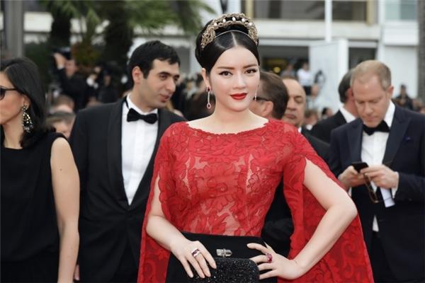 Lý Nhã Kỳ trên thảm đỏ Liên hoan Phim Cannes 2015.