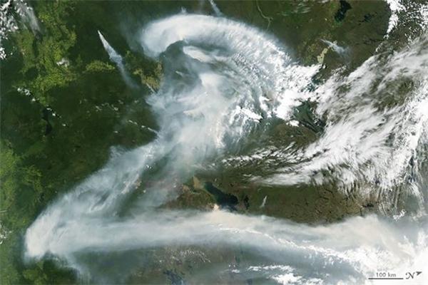 Khói cháy rừng ở Canada.