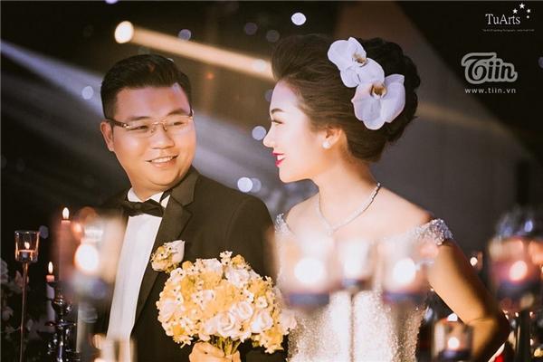 Chú rể Đức Thắng (Sài Gòn), cô dâu Thu Thủy (người Nam Định) - cặp đôi từng khiến dân tình dậy sóng với bộ ảnh cưới quy mô đầu tư hơn 250 triệu, đi xuyên Việt Nam để ghi lại các khoảnh khắc hạnh phúc trước khi về chung một nhà. Photo: Tú Arts