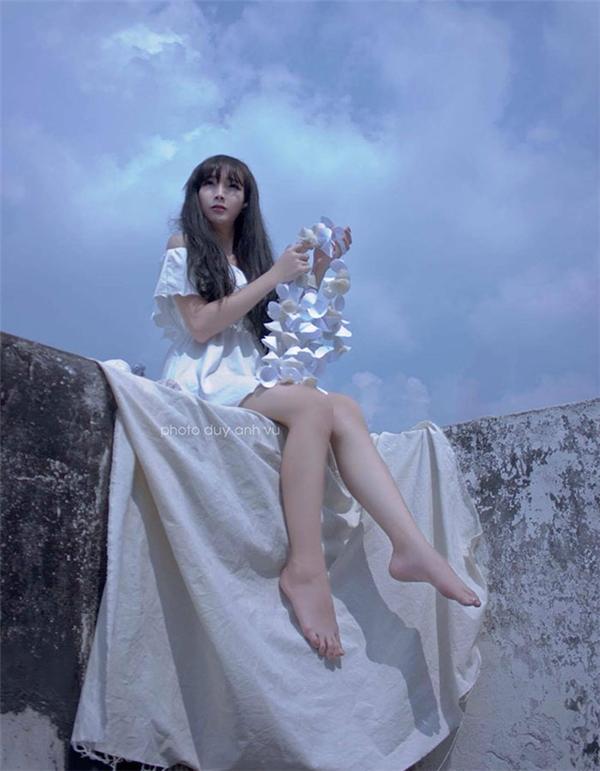 Những hình ảnh giả gái xinh đẹp của Ngọc Trinh khiến bao người say đắm.