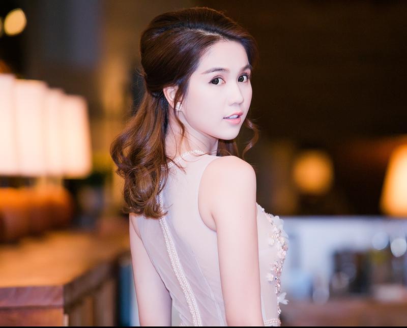 Ngọc Trinh khoe thân hình ngọc ngà bên đàn em Kim Chi - Tin sao Viet - Tin tuc sao Viet - Scandal sao Viet - Tin tuc cua Sao - Tin cua Sao
