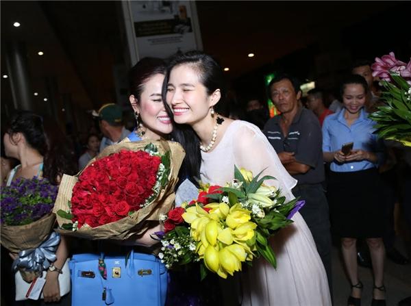 Hoa hậu Cao Thùy Dương cũng có mặt tại sân bay Tân Sơn Nhất từ rất sớm.
