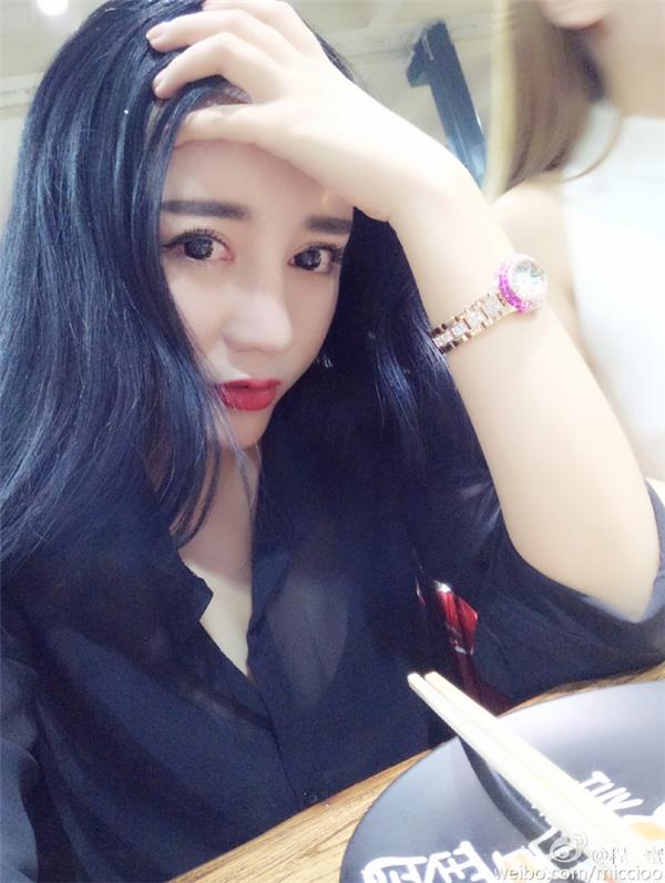 Ngoài gương mặt xinh đẹp... (NguồnWeibo)