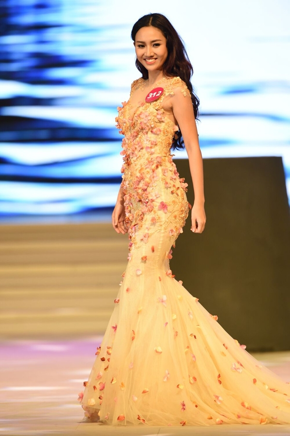 Mới đây, theo tiết lộ của áhậu Hoàng My Giám đốc Đối ngoại của Hoa hậu Hoàn vũ Việt Nam, người sẽ nối gót Phạm Hương trong cuộc thi năm 2016 sẽ là áhậu 1 Ngô Trà My. Trước đó, một vài trang web, fanpage cũng úp mở về thông tin này.