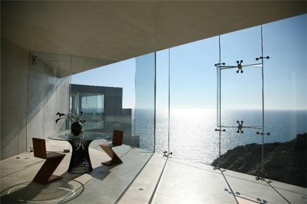 Phòng đọc sách ngắm biển. (Ảnh: Internet)