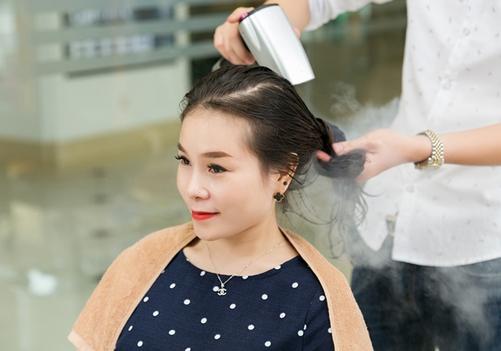 Phủ bóng các trung tâm làm tócvới chi phí đắt đỏ.