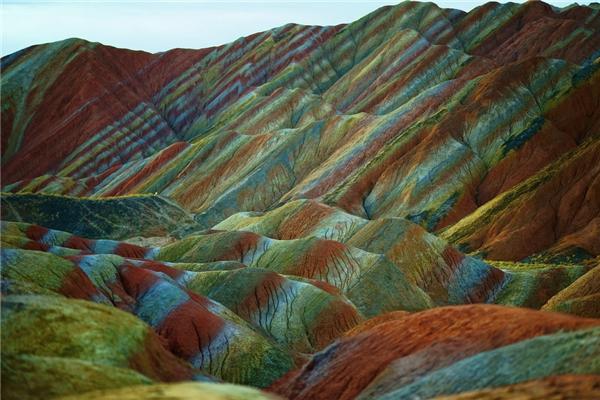 Một góc của dãy núi đá nhiều màu (Ảnh: Internet)