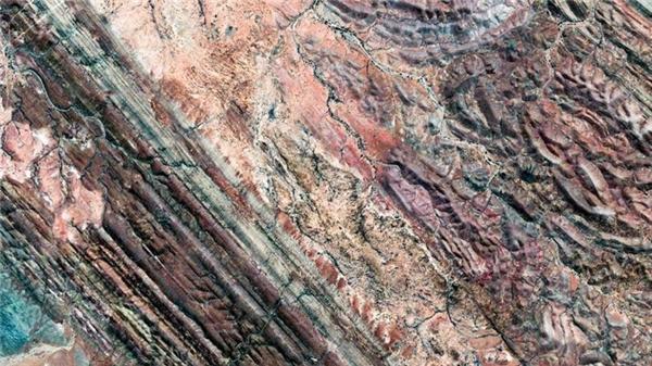 Nằm cách thành phố Adelaide 600km, thị trấn Andamooka nổi tiếng là một vùng đất với rất nhiều mỏ đá quý.(Ảnh Google Earth)