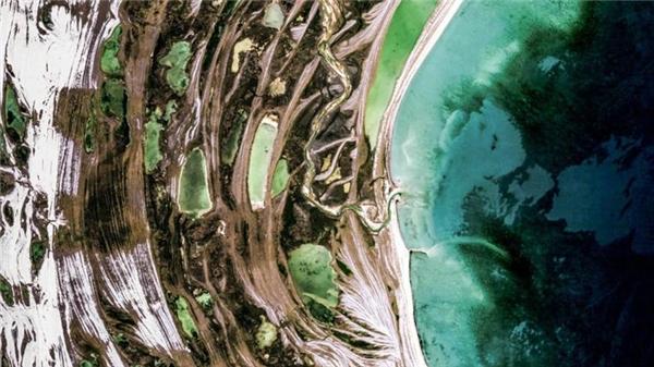 Vắng vẻ, không một bóng người, đảo Mansel thuộc quần đảo Bắc Cực, Canada là ngôi nhà lớn của những chú tuần lộc.(Ảnh Google Earth)