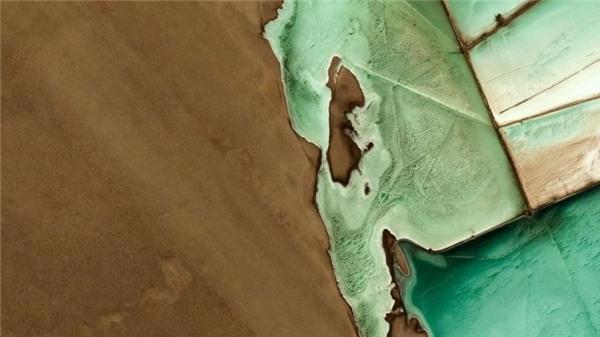 Thị trấn Guerrero Negro ở Baja California Sur, Mexico nằm cạnh một hồ nước mặn thu hút rất nhiều cá voi xám đến sinh sống.(Ảnh Google Earth)