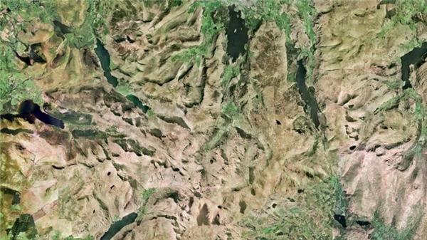 Cumbria là một trong những thắng cảnh được yêu thích nhất nước Anh vì vẻ đẹp tự nhiên, trong đó không thể không nhắc đến đại diện là Lake District.(Ảnh Google Earth)