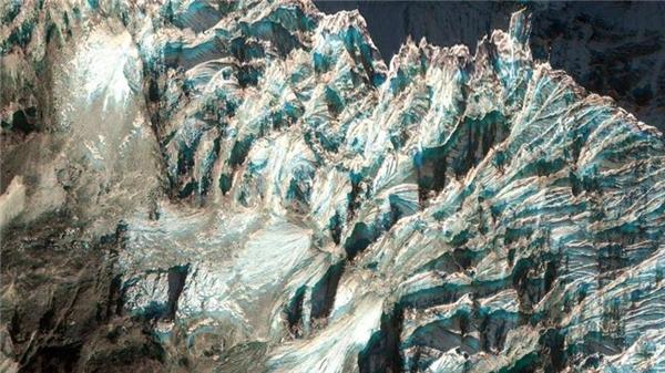 Trước khi chinh phục đỉnh Everest, các nhà leo núi sẽ được thưởng ngoạn khung cảnh ngây ngất lòng người ở làng Chaurikharka, Nepal.(Ảnh Google Earth)