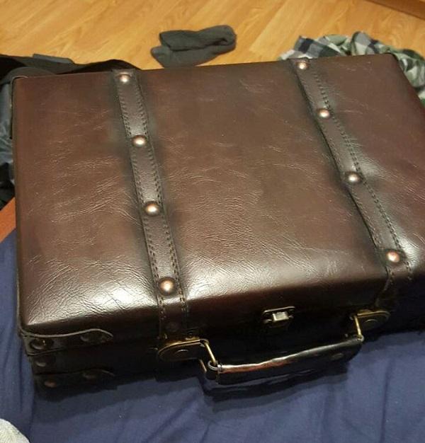 Chiếc vali được gửi...