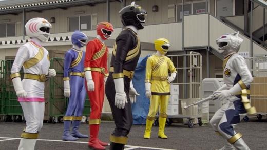 """5 anh em siêu nhân:Đây làbộ phim từng khiến các chàng trai """"bấn loạn"""" một thờivới robot, siêu nhân, quái vật biến hình... (Ảnh: Internet)"""