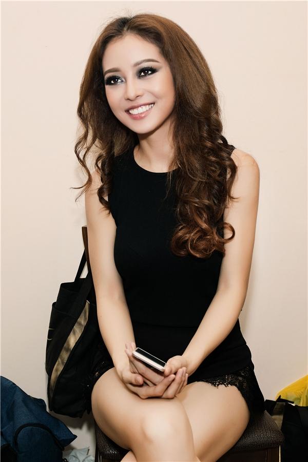 Hoa hậu châu Á tại Mỹ 2006 cho biết sau buổi ghi hình, lưng cô đãđau nhiều hơn vì vậy (có thể) cô sẽ không tiếp tục tham gia chương trình Bước nhảy hoàn vũ của những số tiếp theo. - Tin sao Viet - Tin tuc sao Viet - Scandal sao Viet - Tin tuc cua Sao - Tin cua Sao