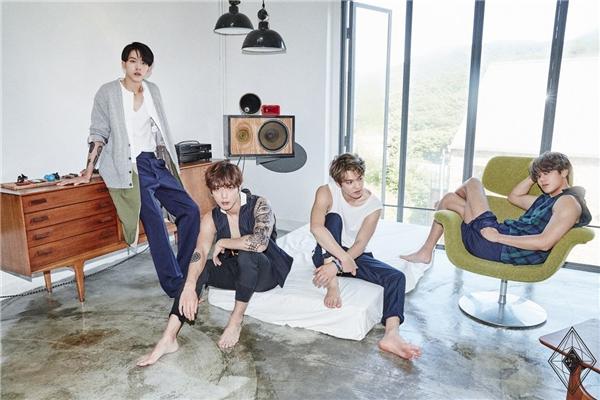 Thành công trong lĩnh vực phim ảnh của Yonghwa đã mở đường giúp CN Blue ra mắt và gặt hái thành công tại Hàn Quốc năm 2009. Dù gây tiếng vang với hàng loạt hit làm nên tên tuổi nhưng âm nhạc của nhóm đang có chiều hướng đi xuống. Bằng chứng là Cinderella thành công về mặt doanh thu nhưng sức ảnh hưởng và độ phủ sónggiảm hẳn.