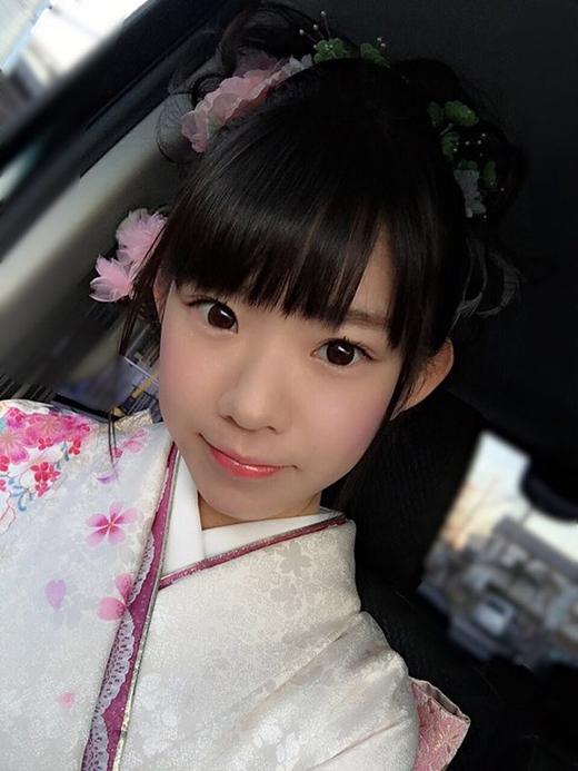Marinakhỏe ảnh mặc kimono trong lễ thành nhân (lễ mừng 20 tuổi)sắp tới của mình.(Ảnh: nagasawa_marina)