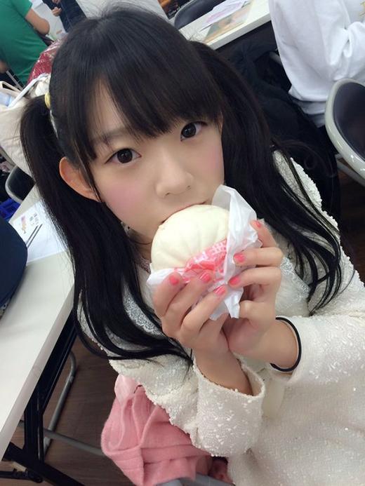 Khuôn mặt có nét trẻ con hết sức ngây thơ, đáng yêu cộng với vóc người nhỏ nhắn, thon thả(Ảnh: nagasawa_marina)