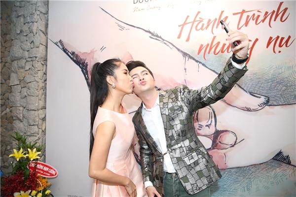"""""""Cặp đôi"""" còn thoải mái chụp ảnh selfie cùng nhau rất thân mật. - Tin sao Viet - Tin tuc sao Viet - Scandal sao Viet - Tin tuc cua Sao - Tin cua Sao"""