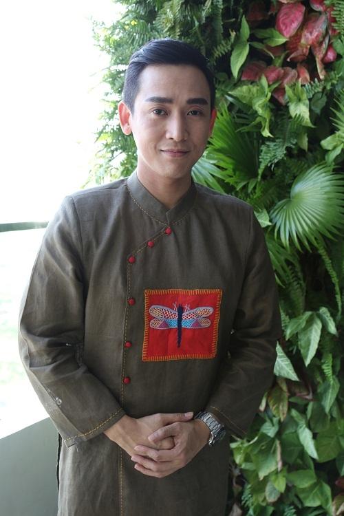 Hứa Vĩ Văn thanh lịch trong chiếc áo dài cách tân ngày Tết - Tin sao Viet - Tin tuc sao Viet - Scandal sao Viet - Tin tuc cua Sao - Tin cua Sao