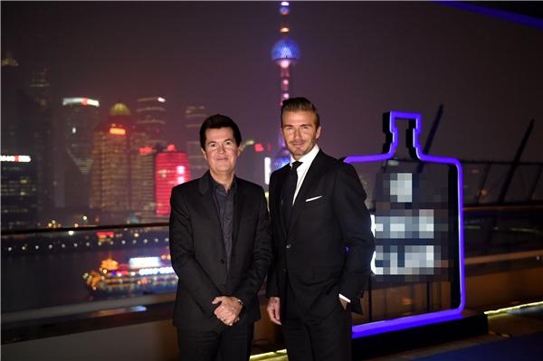 Nhà sản xuất chương trình âm nhạc American Idol - Simon Fuller lịch lãm bên cựu danh thủ của nước Anh. - Tin sao Viet - Tin tuc sao Viet - Scandal sao Viet - Tin tuc cua Sao - Tin cua Sao