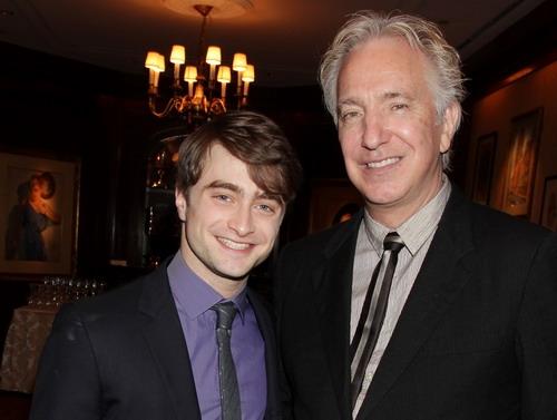 Alan Rickman là người luôn giúp đỡ, dẫn dắt Daniel Radcliffe cả trong quá trình làm phim và hậu Harry Potter.(Ảnh: Internet)