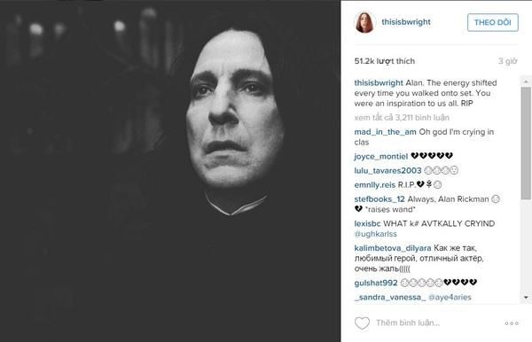 """Bonnie Wright (vai Ginny Weasley trong Harry Potter) chia sẻ bức ảnh về giáo sư Snape và ghi: """"Alan. Năng lượng như được mang đến mỗi khi ngài bước vào trường quay. Ngài là một nguồn cảm hứng cho tất cả chúng tôi. Hãy yên nghỉ"""".(Ảnh: Internet)"""