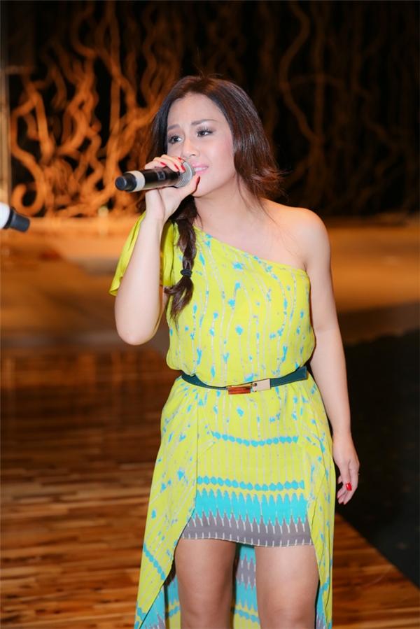 Nữ ca sĩ rất háo hức khi được biểu diễn phục vụ khán giả quê nhà. - Tin sao Viet - Tin tuc sao Viet - Scandal sao Viet - Tin tuc cua Sao - Tin cua Sao