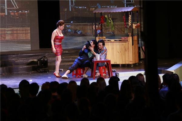 4.000 khán giả liên tục khóc và cười cùng Hoài Linh - Tin sao Viet - Tin tuc sao Viet - Scandal sao Viet - Tin tuc cua Sao - Tin cua Sao