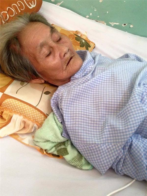 Nửa tháng trước, bà bất ngờ gặp tai nạn nghiêm trọng khiến một phần xương chậu bị vỡ và phải thay mới. (Ảnh: Hong Hanh)