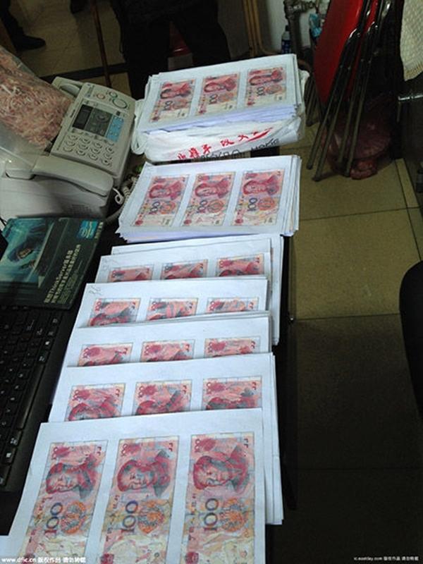 Trong lúc tức giận vu vơ, cụ Trần đã biến 140,000 tệ (tương đương 476 triệu đồng) tiền mặt thành một mớ giấy vụn.