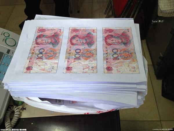 Trải qua 3 tháng miệt mài, họ đã ghép lại được tổng cộng 1,080 tờ tiền.