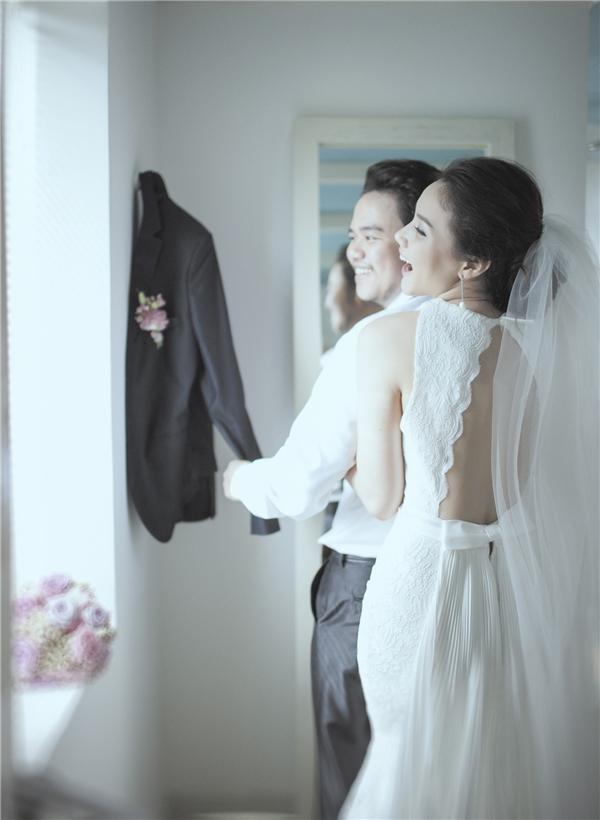 Những ngày vừa qua cô cũng tích cực giảm cân để lấy lại vóc dáng, trong ngày cưới, Trang Nhung diện váy của hai nhà thiết kế Hoàng Hải và Đức Duy. - Tin sao Viet - Tin tuc sao Viet - Scandal sao Viet - Tin tuc cua Sao - Tin cua Sao