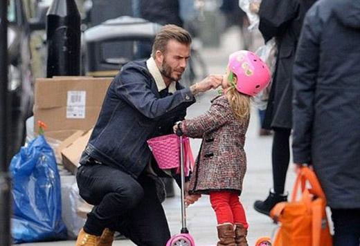 Một số hình ảnh của Beckham và cô con gái út Harper Seven. (Ảnh Internet)