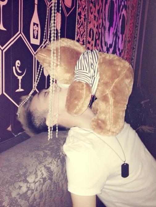 Không ai hôn nên Soobin phải hôn gấu. - Tin sao Viet - Tin tuc sao Viet - Scandal sao Viet - Tin tuc cua Sao - Tin cua Sao
