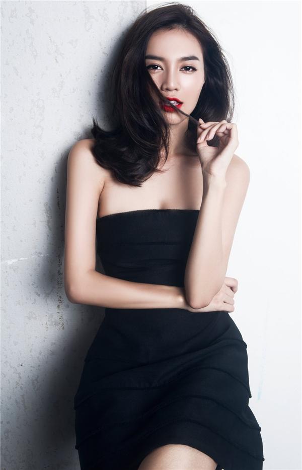 Cận cảnh nhan sắc ngọc nữ thứ hai của làng điện ảnh Việt Nam. Lan Ngọc luôn được khen ngợi bởi vẻ ngoài chỉn chu, thanh lịch hài hòa chút gợi cảm vốn có của người phụ nữ hiện đại.