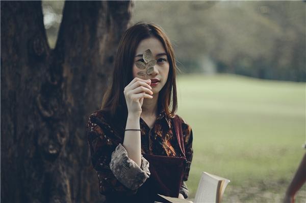 Cận cảnh nhan sắc xinh đẹp của nữ chính trong MV. - Tin sao Viet - Tin tuc sao Viet - Scandal sao Viet - Tin tuc cua Sao - Tin cua Sao