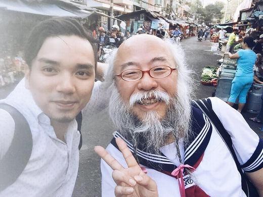 Một Facebooker tên Nguyễn Trí Cường cũng chia sẻ ảnh chụp được cụ trên một con phố ở quận 1.