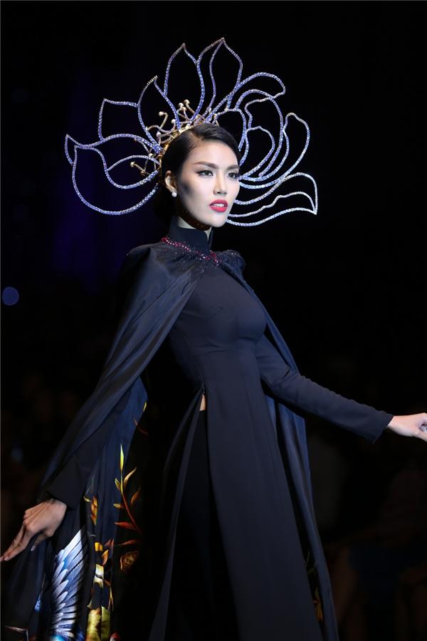 Trên sàn diễn, top 11 Hoa hậu Thế giới luôn giữ phong thái lạnh lùng, kiêu sa của một siêu mẫu.