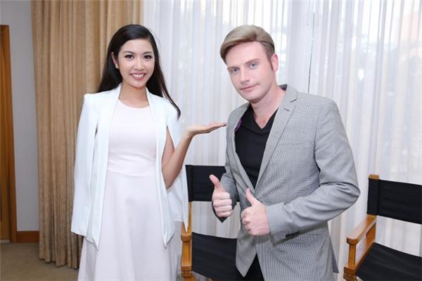 Chương trình Spicy Vietnam với số ghi hình Thúy Vân sẽ được phát sóng vào tháng 3 tới đây với hai phiên bản tiếng Việt và tiếng Anh. Và người dẫn chương trình chính là nam ca sĩ Kyo York. - Tin sao Viet - Tin tuc sao Viet - Scandal sao Viet - Tin tuc cua Sao - Tin cua Sao