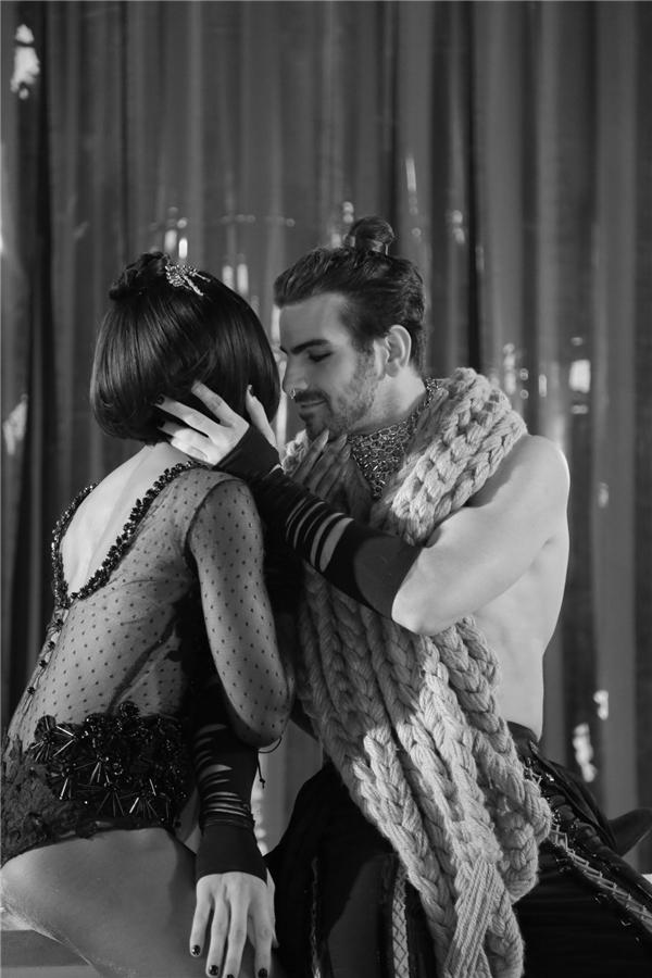 Những cảnh quay tình cảm trong MV được cả hai thể hiện cực kì xuất sắc. - Tin sao Viet - Tin tuc sao Viet - Scandal sao Viet - Tin tuc cua Sao - Tin cua Sao