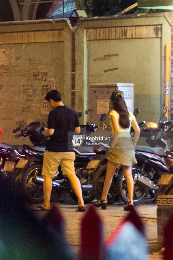 Sau khi dùng bữa, cặp đôi đi đến một cửa hàng thời trang ở ngã tư đường Pasteur và Lê Thánh Tôn. (Ảnh: Internet) - Tin sao Viet - Tin tuc sao Viet - Scandal sao Viet - Tin tuc cua Sao - Tin cua Sao