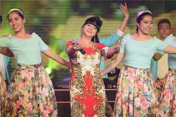 Đến với đêm nhạc đặc biệt về XuânSài Gòn đêm thứ 7, nữ ca sĩ Ngọc Ánh đã gửi tặng đến khán giả một ca khúc hết sức gần gũi với mọi ngườimang tên Anh cho em mùa xuân. - Tin sao Viet - Tin tuc sao Viet - Scandal sao Viet - Tin tuc cua Sao - Tin cua Sao