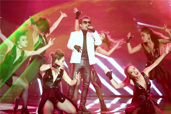 Sự kết hợp ăn ý giữa nam ca sĩ và DJ Mari Ferrari đã đem đến mộtmàn trình diễn hoàn hảo. - Tin sao Viet - Tin tuc sao Viet - Scandal sao Viet - Tin tuc cua Sao - Tin cua Sao